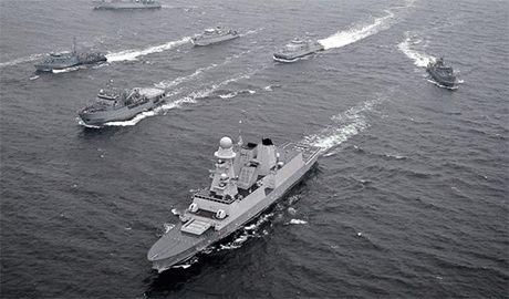 Пока Россия нагнетает обстановку у границ стран Балтии, в Литву прибывают военные корабли НАТО