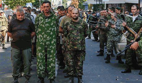 В МИДе Германии приравняли «парад» из пленных украинцев в Донецке, к военным преступлениям