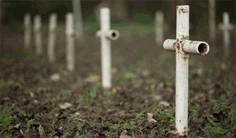 Террористы хоронят тела российских военных как бродяг – даже без надписей на крестах
