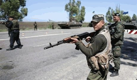 Оккупационные войска РФ окружили блокпост Нацгвардии, но не смотря на численное преимущество, украинцы не собираются сдаваться