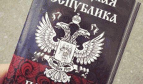 """В Луганской области уже пытаются ввести паспорт """"ЛНР"""" и рубль"""