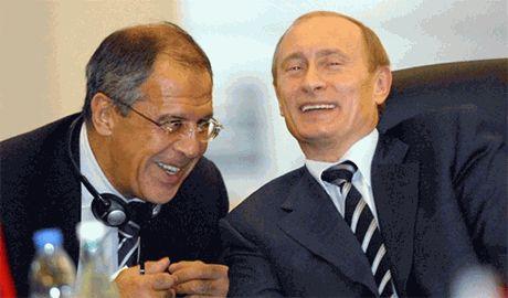 """Лавров требует не мешать """"гуманитарной миссии РФ на юго-востоке Украины"""""""