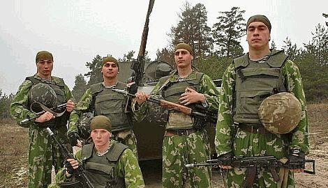Украинские десантники сдерживают натиск танкового батальона РФ, удерживая Луганский аэропорт