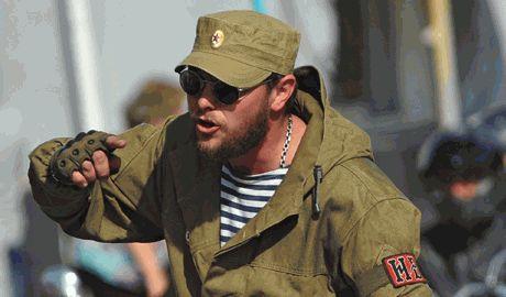Пока остатки луганских боевиков, которые попытались захватить Счастья собирали в пакет, их соратники рассказывали, что город уже взяли