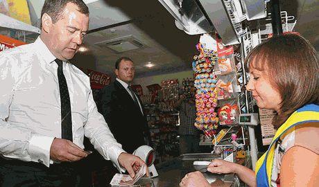 Россиянам придется платить больше, Медведев подписал постановление правительства о введении дополнительных сборов с украинских продуктов