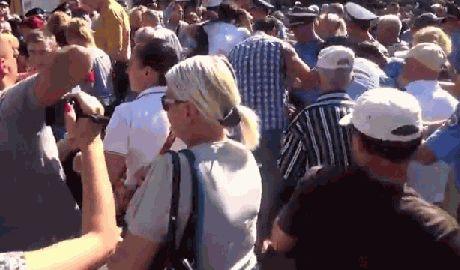 В Одессе представители антимайдана подрались с милицией ВИДЕО