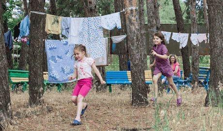 """Педофилы из """"ДНР"""" в Снежном задерживают и волокут маленьких девочек в комендатуру"""