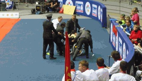 Охрана Путина свернула руку девочке-инвалиду, за то что она посмела приблизится к президенту