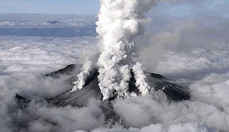 В результате извержения вулкана Онтаке в Японии, уже погибло несколько десятков человек