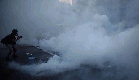 Полиция Гонконга начала силовую акцию, против активистов, применив слезоточивый газ