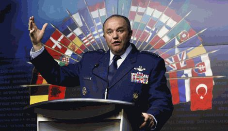 НАТО будет продолжать наблюдать за наглым поведением России, или стоит действовать?, — главнокомандующий альянса в Европе
