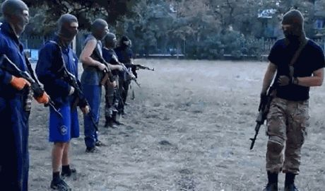 """Добровольцы готовятся защищать Мариуполь: """"Ляжем, но их танки будут гореть"""" ВИДЕО"""