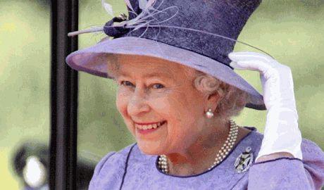 """Британский премьер рассказал почему """"мурлыкала"""" королева Великобритании"""