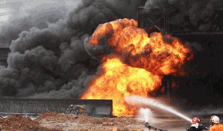 Три одновременных взрыва прогремели в провинции Китая, в результате минимум два человека погибло