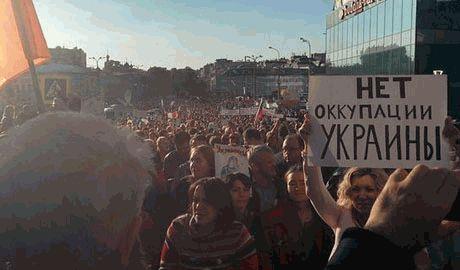 """В Москве сторонники """"ДНР"""" и """"ЛНР"""" решили сорвать """"Марш мира"""" с помощью яиц"""