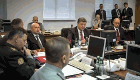 Порошенко провел расширенное заседания Генштаба, во время которого было задано ряд острых вопросов руководству министерства обороны