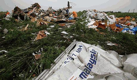 За имена террористов которые сбили малазийский Боинг-777 детективное агентство из Германии объявило о вознаграждении в 30 млн долларов!
