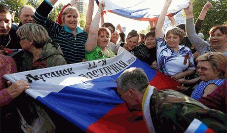 """Бывшие сотрудники МВД Луганска за водку записываются в """"милицию"""" ЛНР"""