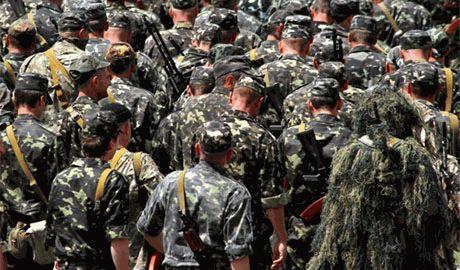 Пока мобилизованные бойцы АТО защищают Украину на передовой, дома их по-тихому увольняют с работы