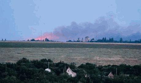 Российские оккупанты начали массированный обстрел г.Счастье. Жители прячутся в укрытия