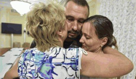 Еще 12 украинских военных освобождены из плена террористов