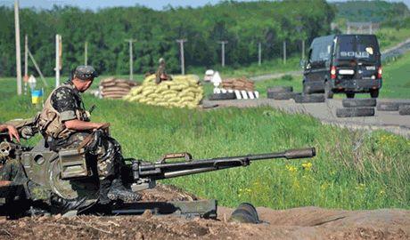 В результате перекрытия силами АТО въезда в Лисичанск, возникли километровые очереди