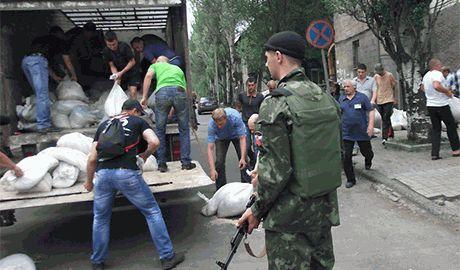 Российские военные превращают Донецк в огромную казарму