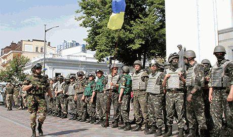 """Кому """"на руку"""" раскол армии? Армейские """"политруки"""" провоцируют конфликт между солдатами ВСУ и добровольческими батальонами"""