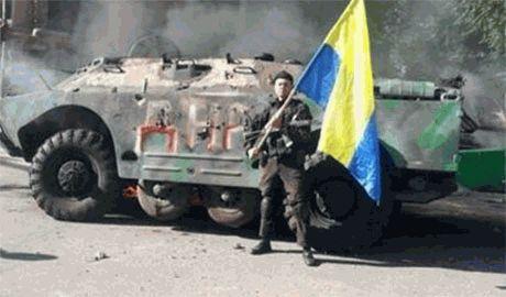Российские оккупанты как и ожидалось долбят артиллерией но сами боятся подходить, — защитник Мариуполя