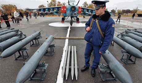 В Крым переброшена авиации Северного флота РФ. Отрабатывают противозенитные маневры и атаки на ПВО «противника»…