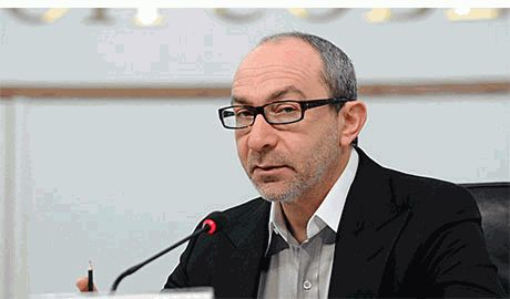 Кернес решил, что государственные флаги Украины должны висеть «специально отведенных местах», которые он же и определит