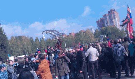 В ответ на московский Марш мира в Перми прошел митинг под флагами ДНР и лозунгом «Путин – наш государь»