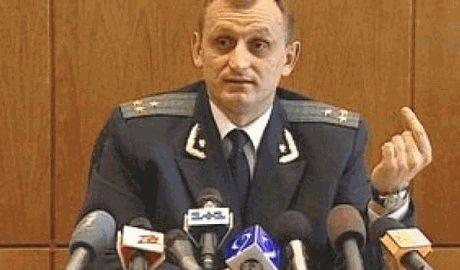 """Прокурора Днепропетровщины """"люстрировали"""" мусорным ведром на голову"""