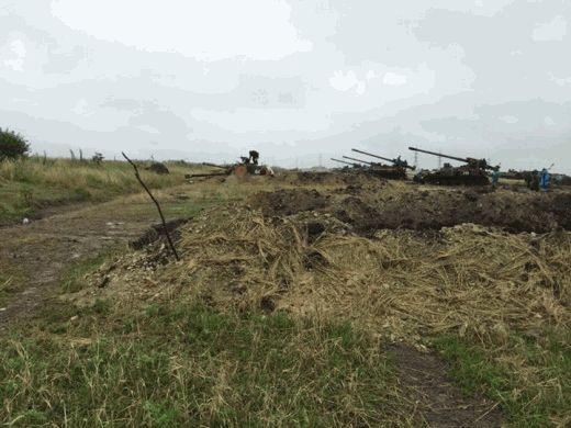 """Российские оккупанты пошли """"ва-банк""""! К Донецкому аэропорту направляются самоходные артиллерийские установки """"Гиацинт"""""""