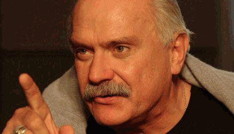 Михалков призвал россиян безжалостно относиться к врагам-украинцам и их недорослям-детям
