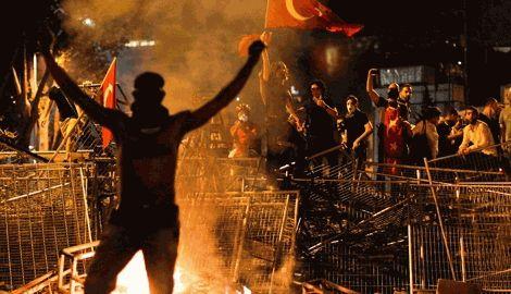 На юге Турции, в результате столкновений полиции и протестующих, погиб 21 человек