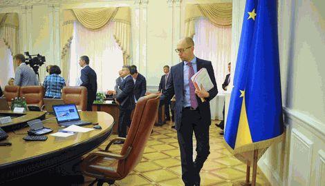 Сегодня Правительство Украины рассмотрит вопрос об увольнении первой партии чиновников, согласно закона о люстрации