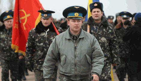 У тех военнослужащих, которые остались в Крыму перспектив нет, — Юлий Мамчур