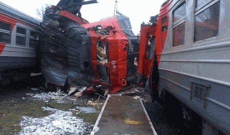 Россиянин при попытке угнать электропоезд не справился с управлением и протаранил припаркованный вагон ФОТО