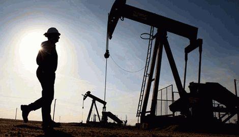 Цены на нефть марки Brent опустились ниже $83 в ожидании данных о запасах энергоносителей в США