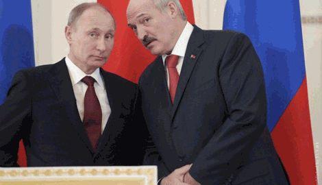 """Борис Немцов: Лукашенко считает Путина """"лохом"""", которого он разводит на деньги"""