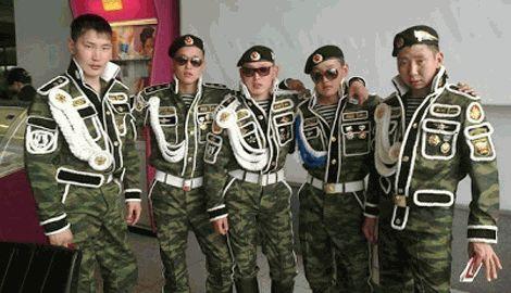 """Непобедимые швейные войска РФ показали новую коллекцию формы под названием """"Шить, чтобы вышить"""""""
