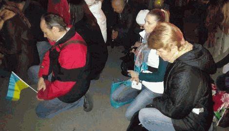 Днепропетровск встретил киборгов на коленях