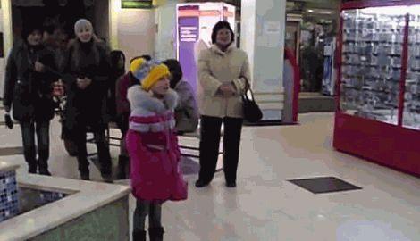 Жители Краматорска спели гимн Украины в одном из супермаркетов города