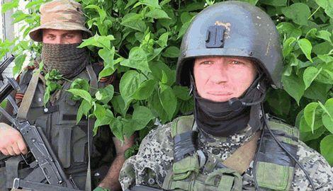 Боевик моторола воплощая свой гениальный план по взятию донецкого аэропорта сжег заживо пленных российских спецназовцев