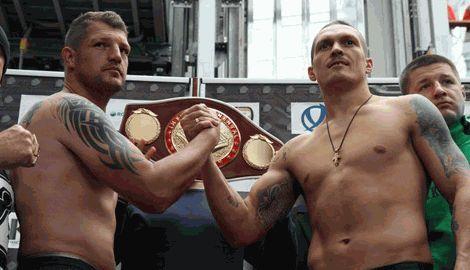 Александр Усик завладел своим первым поясом, став чемпионом по версии WBF в тяжелом весе