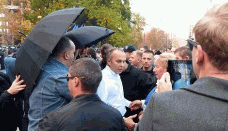 Нестора Шуфрича тепло встретили в Николаеве забросав его яйцами