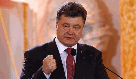"""Петр Порошенко заявил о """"нулевой"""" терпимости украинского народа по отношению к террористам, и выразил соболезнования французам"""