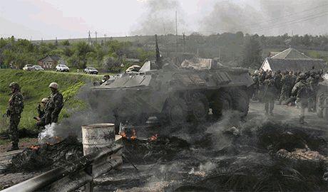 Бойцы бригад АТО вынуждены сдерживать боевиков практически голыми и босыми, — волонтер