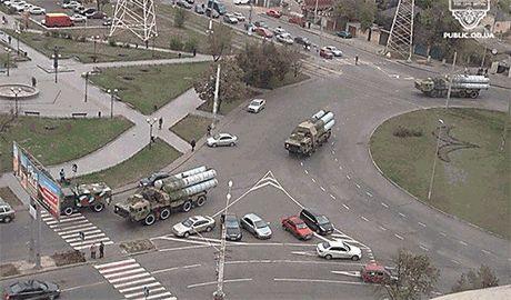 На подмогу защитникам Мариуполя идет колонна ВСУ с ракетными установками